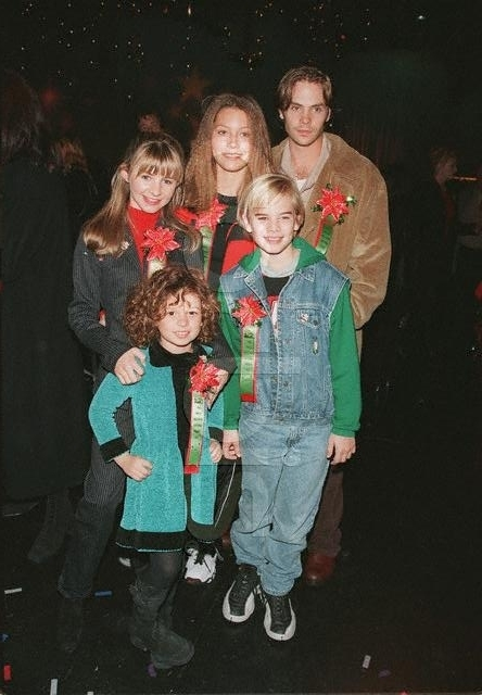 Photos de Mackenzie Rosman - 66th Hollywood Christmas Parade 1997 - 0