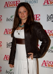 Photos de Mackenzie Rosman - All The Things We Adore  Fashion Show - 12
