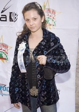 Photos de Mackenzie Rosman - Hollywood Christmas Parade 11.27.2005 - 11