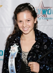 Photos de Mackenzie Rosman - Hollywood Christmas Parade 11.27.2005 - 17