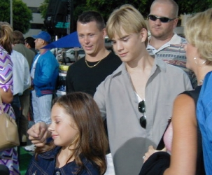 Photos de Mackenzie Rosman - Summer Catch Premiere 08.22.2001 - 7