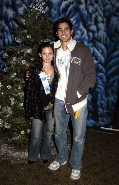 Photos de Mackenzie Rosman - Hollywood Christmas Parade 11.27.2005 - 15