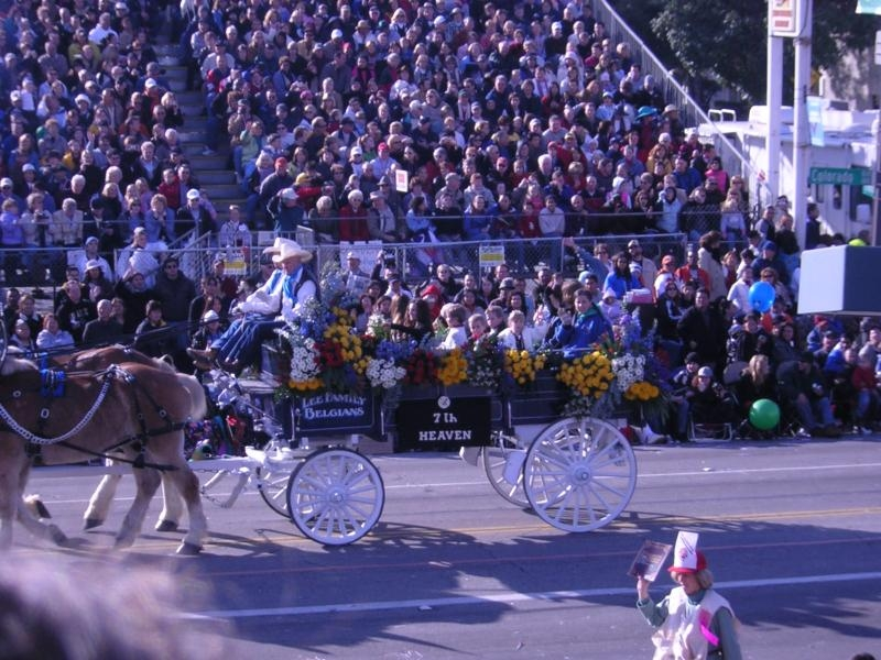 Photos de Mackenzie Rosman - Pasadena Rose parade 2005 - 2