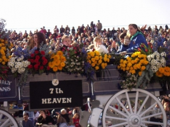Photos de Mackenzie Rosman - Pasadena Rose parade 2005 - 4